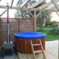 hot-tub-round-outside-16