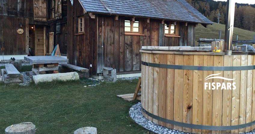 Kuva Puinen-kylpytynnyri-–-mistä-oikein-on-kyse_Millaisia hyötyjä ja haittoja puisella kylpytynnyrillä on tarjottavanaan